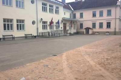 Kuldīgas pamatskolas pagalma remontdarbi, Ventspils ielā 16, Kuldīgā